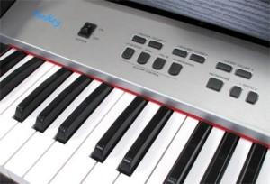 128 integrierten Rhythmen und 128 unterschiedlichen Sounds
